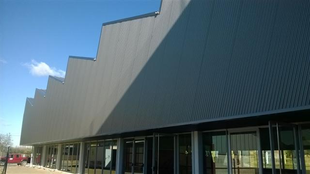 Construcción de Polideportivo.